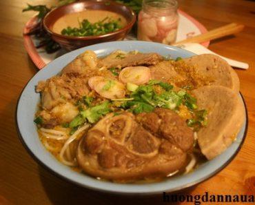 Cách nấu bún giò heo ngon nhất đất Sài Gòn