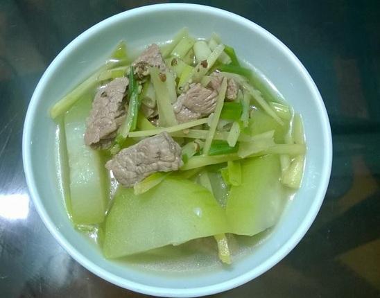 Cách nấu canh bí đao nấu thịt bò hình 1