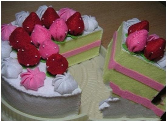 Cách làm bánh kem bằng vải nỉ hình 1