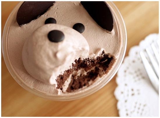 Trình bày và thưởng thức bánh kem hình gấu