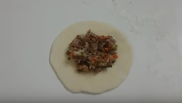 Cách thức chế biến bánh bao nhân thịt hình 8