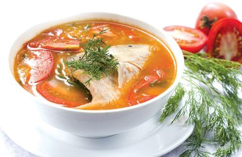 Tiến hành làm món cá diêu hồng nấu riêu