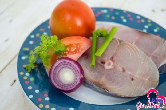 Nguyên liệu cần cho cách nấu cá ngừ kho cà chua