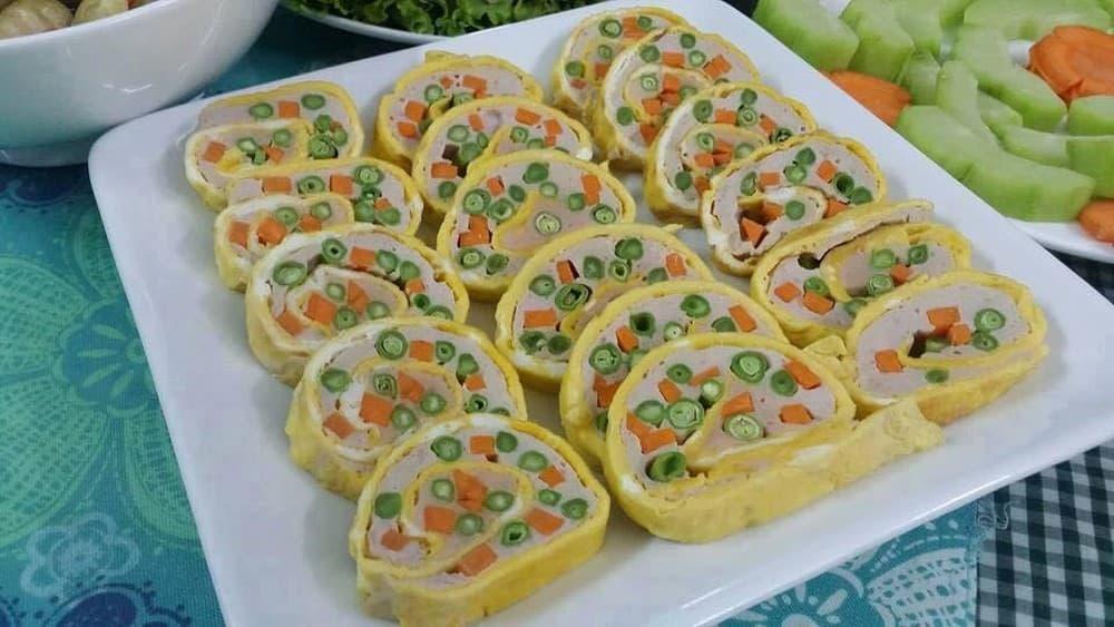 trứng cuộn rau củ đẹp mắt