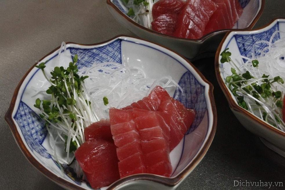 Sơ chế nguyên liệu nấu cháo cá ngừ