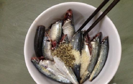 Sơ chế và ướp cá nục