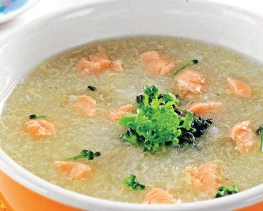 Cách nấu cháo cá hồi rau cải bó xôi
