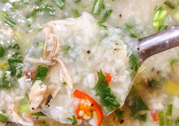 Thực hiện nấu cháo cá ngừ