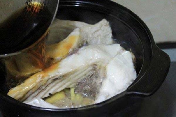 Cách kho cá trắm với củ riềng thơm ngon khó cưỡng hình 6