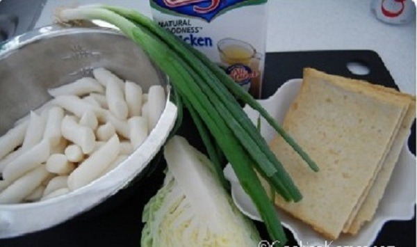 Cách làm bánh gạo cay tteokbokki Hàn Quốc ngon chuẩn vị hình 2