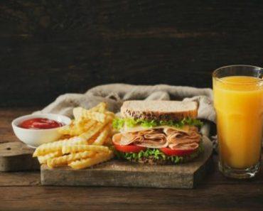 8 thực phẩm bạn không nên ăn khi đói bụng quá