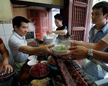 """""""Chất lượng thức ăn Việt Nam quá cao so với giá thành!?"""""""