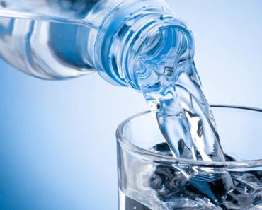 Uống nhiều nước có tốt không: Thừa không được, thiếu không xong